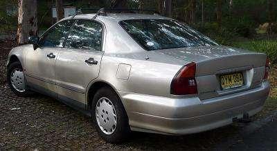 800px-1996-1997_Mitsubishi_TE_Magna_Advance_sedan_04.jpg