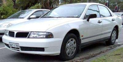 800px-1996-1999_Mitsubishi_TE-TF_Magna_Executive_sedan_02.jpg